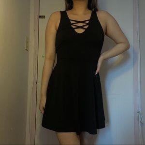 3/$10✨ Black bodycon flowy mini dress
